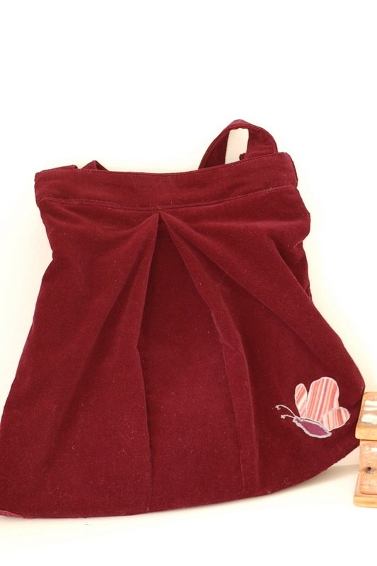 Design a bag out of a skirt – Tutorial