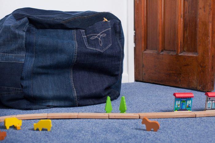 Пуфик из старых джинсов своими руками
