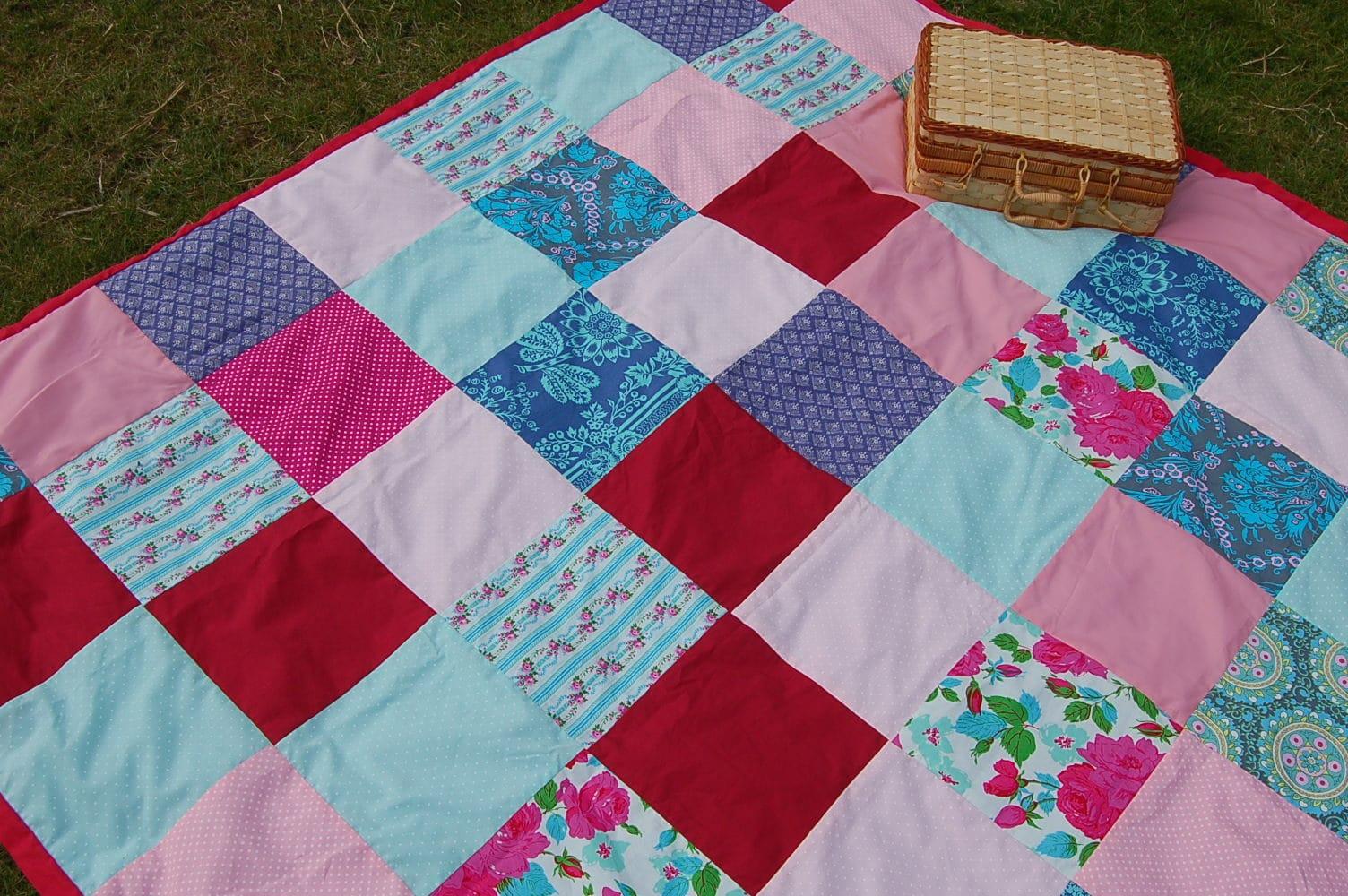 Patchwork shower curtain tutorial - Diy Picnic Blanket Tutorial
