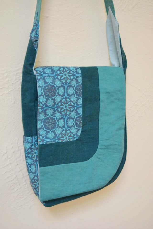 Handsfree asymetrical bag