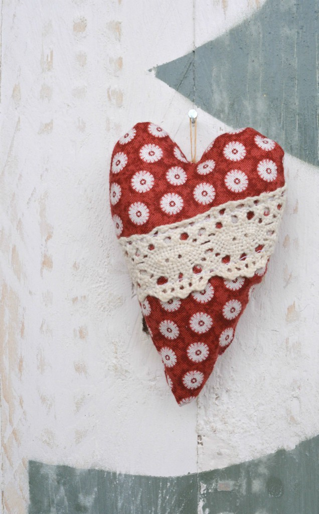 Rustic Christmas Tree deocrations - hearts
