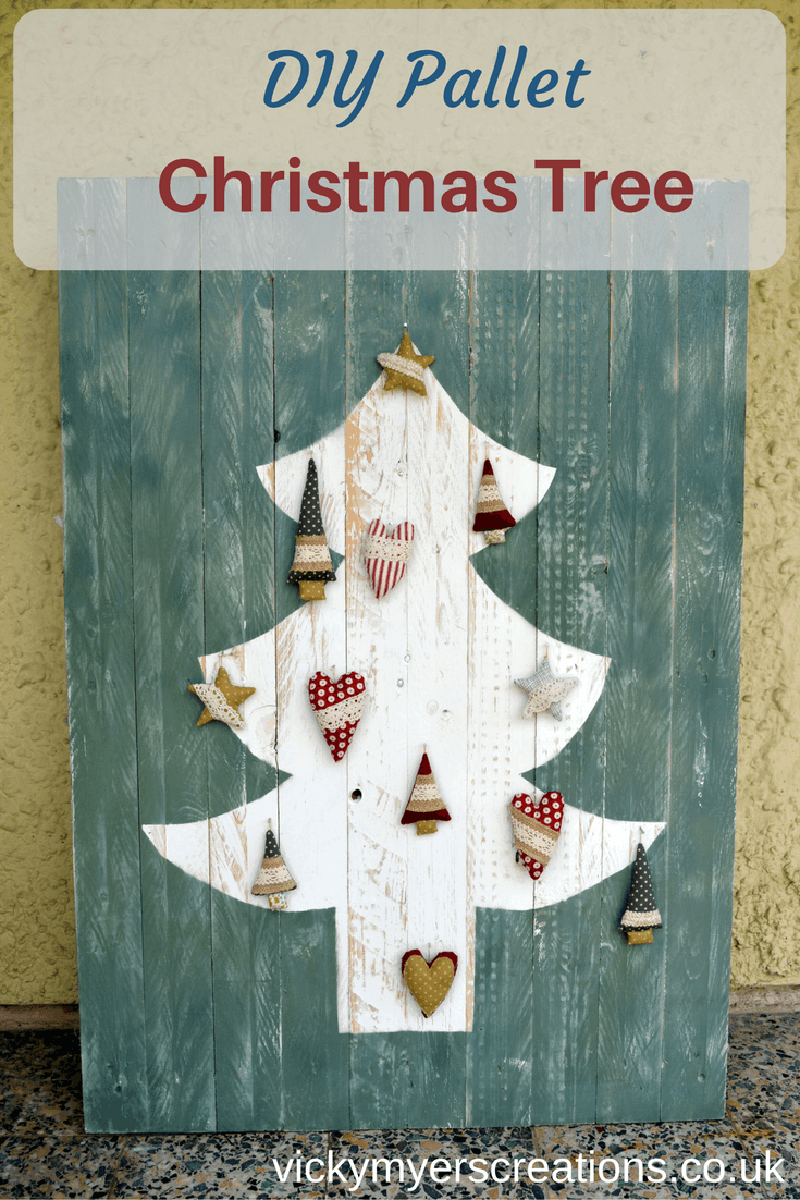 DIY Upcycled Pallet Christmas Tree