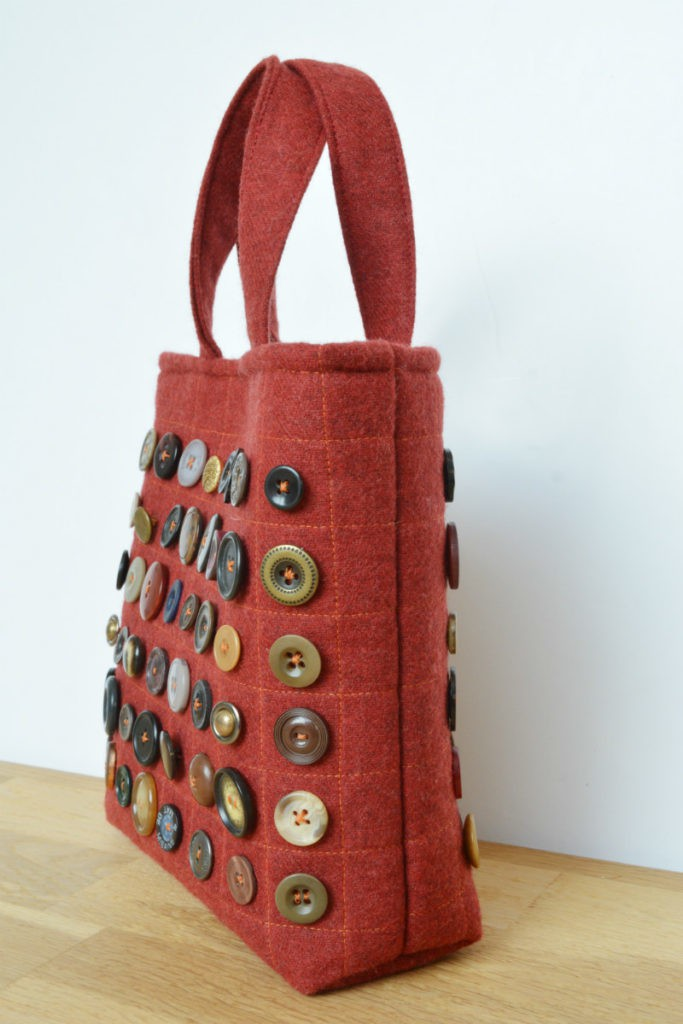 Free Bag Patterns Uk : Free tote bag pattern, great use of your button stash