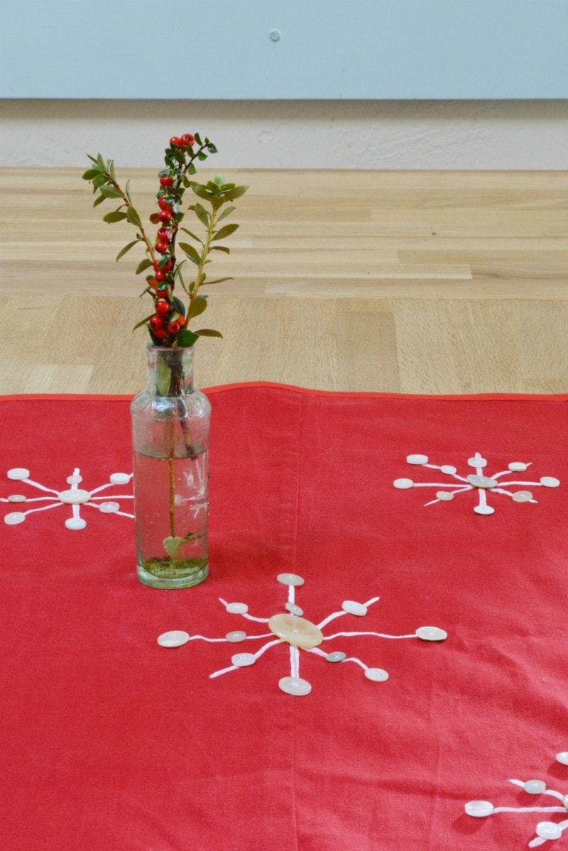 button-snowflake-table-runner-tutorial-on-blog