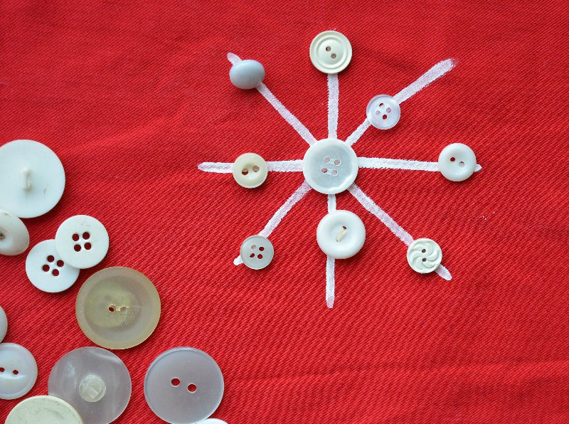 button-snowflakes-table-runner-tutorial-on-the-blog