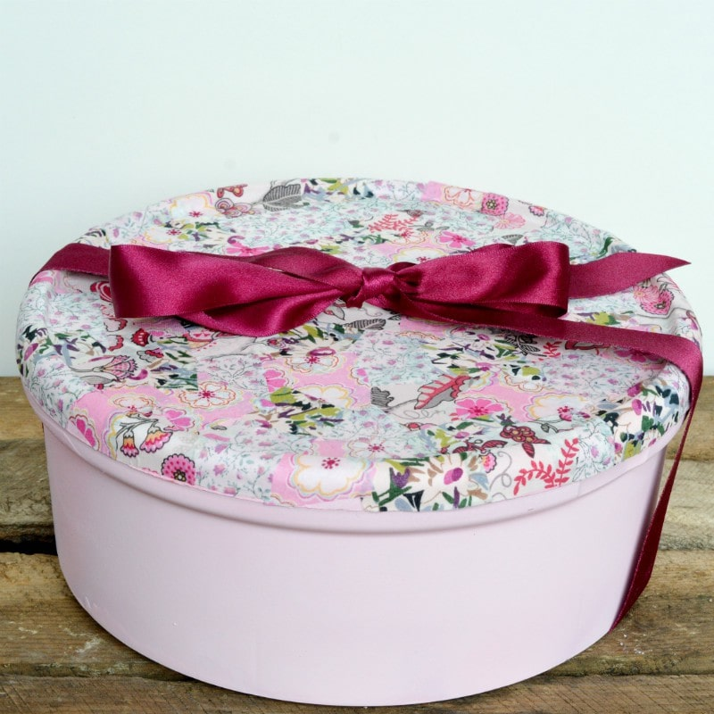 diy-gift-box-recycle-a-sweet-tin-use-your-fabric-scraps-to-create-this-beautiful-recycled-box