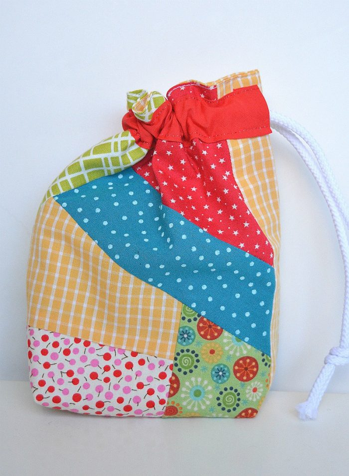 learn-how-make-a-fabric-scrap-drawstring-gift-bag