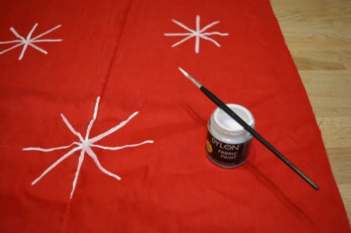paint-snowflakes-with-fabric-paint