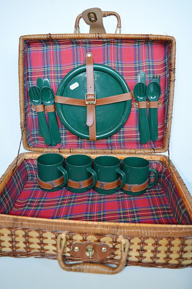 old-picnic-hamper
