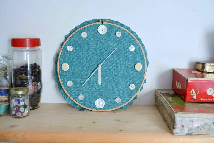 DIY Embroider y Hoop Clock