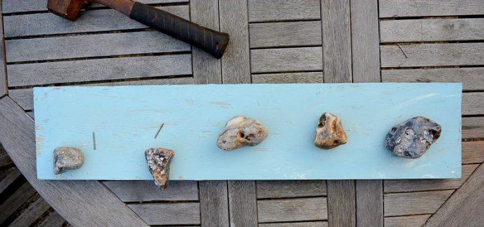 pebble-beach-art-hang-pebbles-on-plank-of-wood