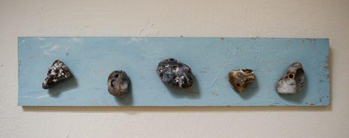 wall-pebble-beach-art