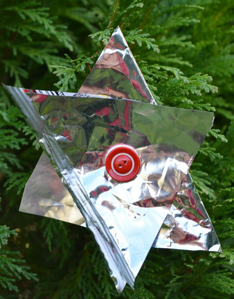 crisp-packets-transformed-into-christmas-tree-decorations