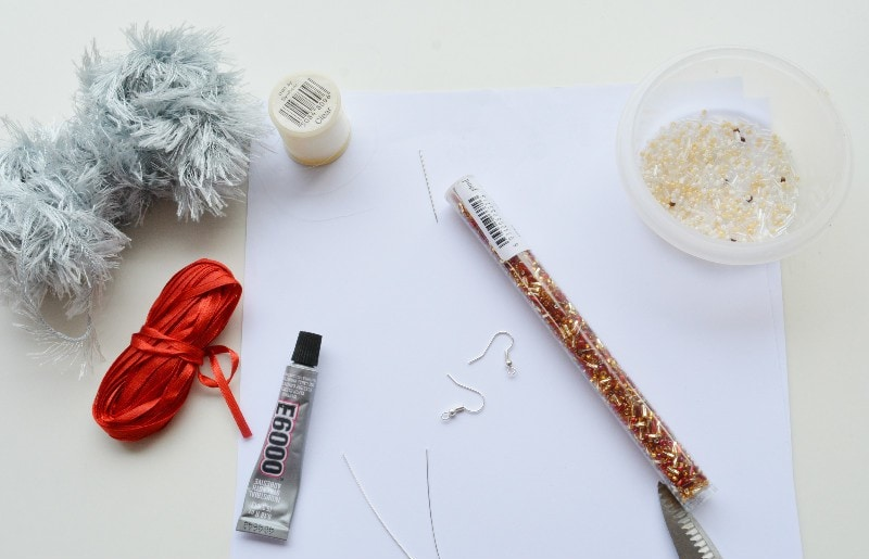 make-your-own-earrings-to-celebrate-the-christmas-season