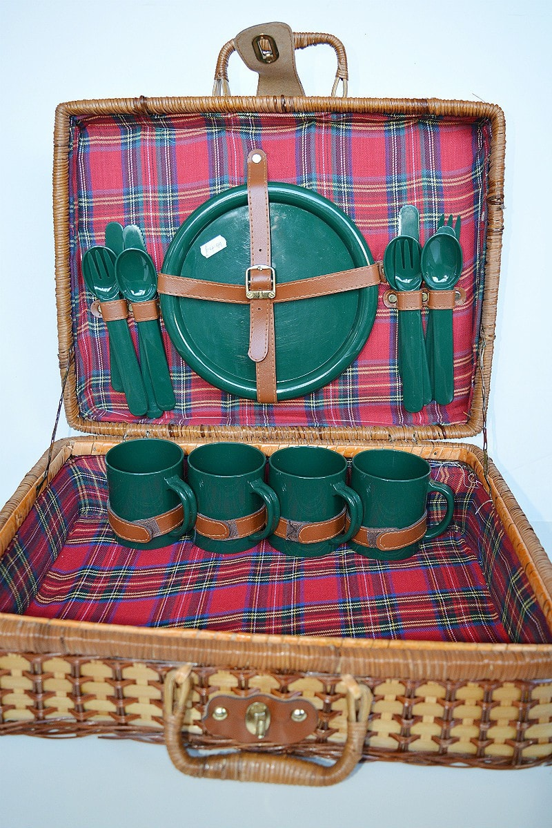 old-picnic-hamper