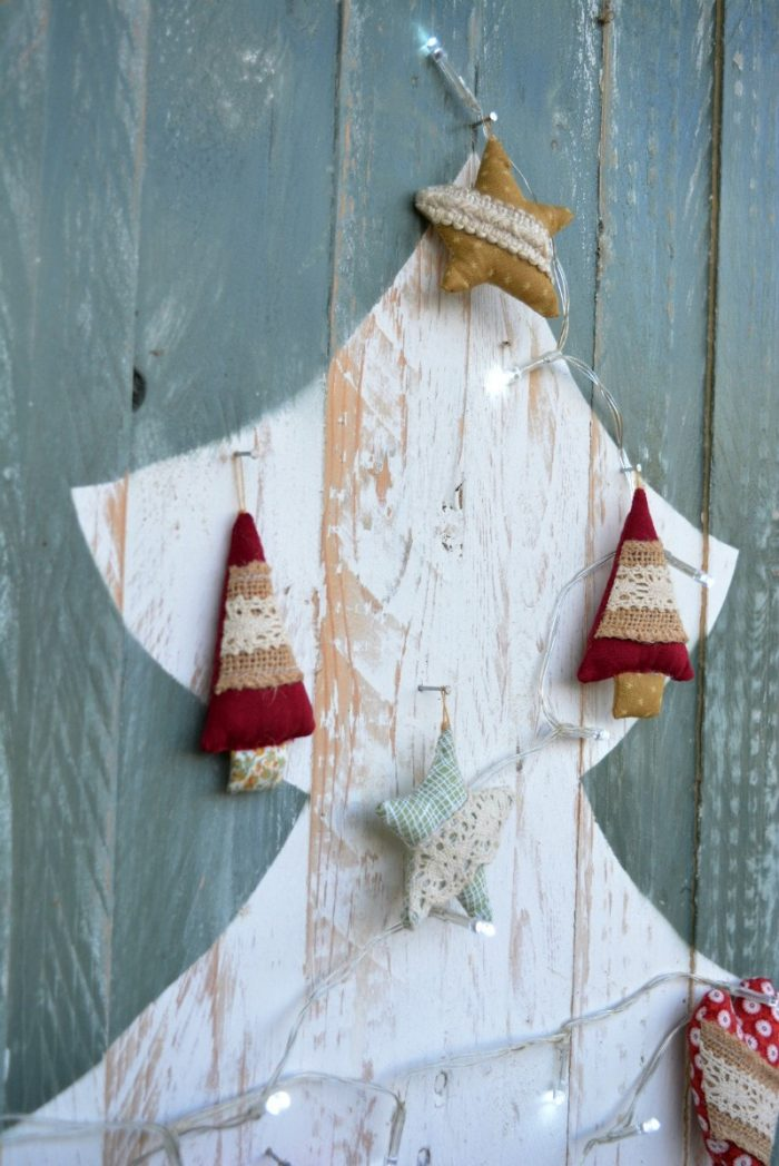The missing christmas decorations uk hd - If You Would Like To Make A Pallet Christmas Tree The Tutorial Is Here However I Neglected To Share How To Make The Fabric Handsewn Christmas Decorations