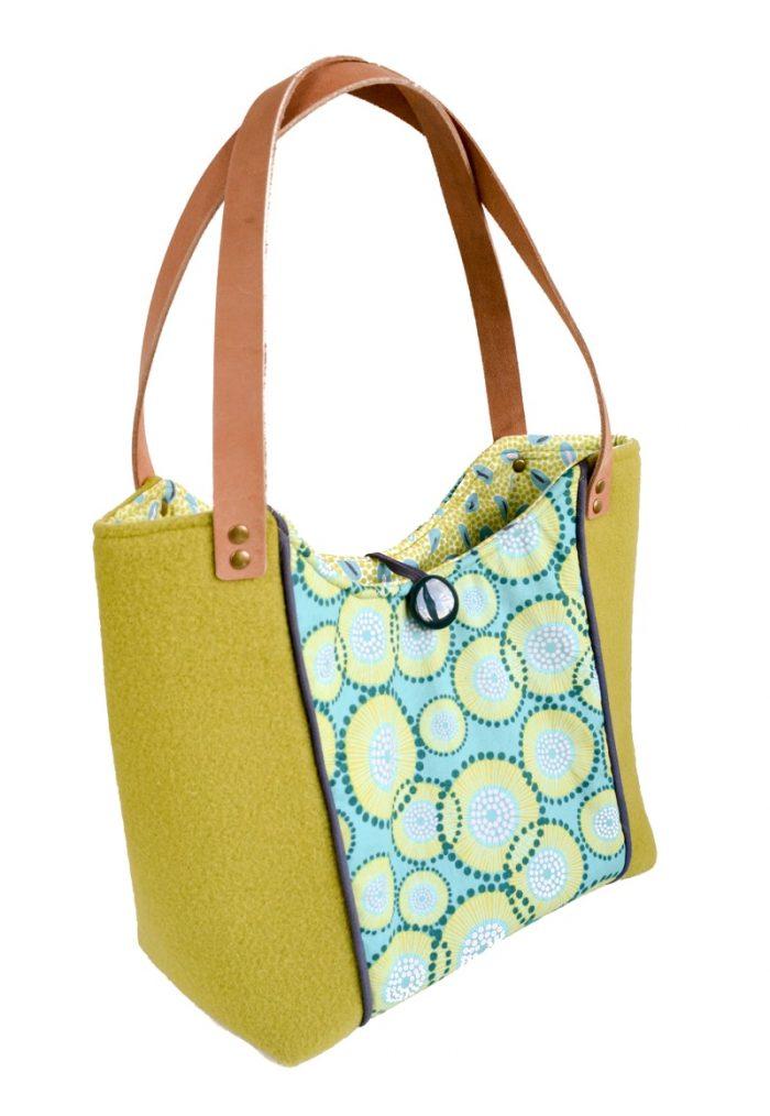 Spring Blooms Tote Bag - Free Pattern, Wool Tote Purse #totebagpattern #totebagtutorial #totebagDIY