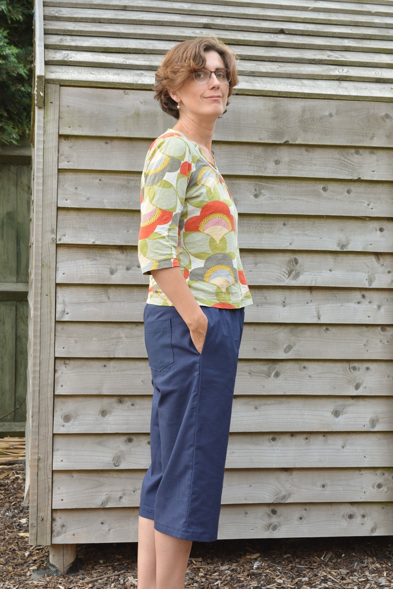 Bethany Pants Pattern review, PDF pattern from on the cutting floor. Side view