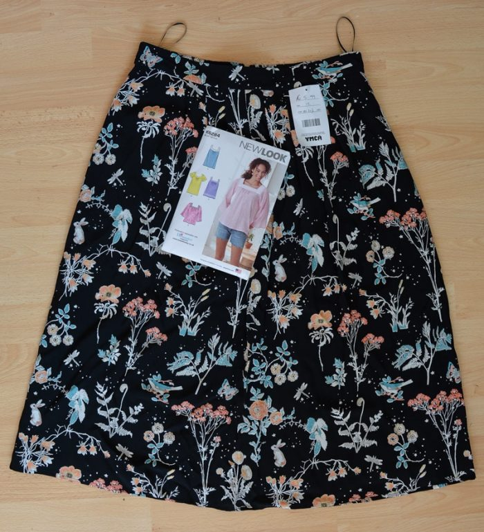 skirt with pattern for the top New Look K6284