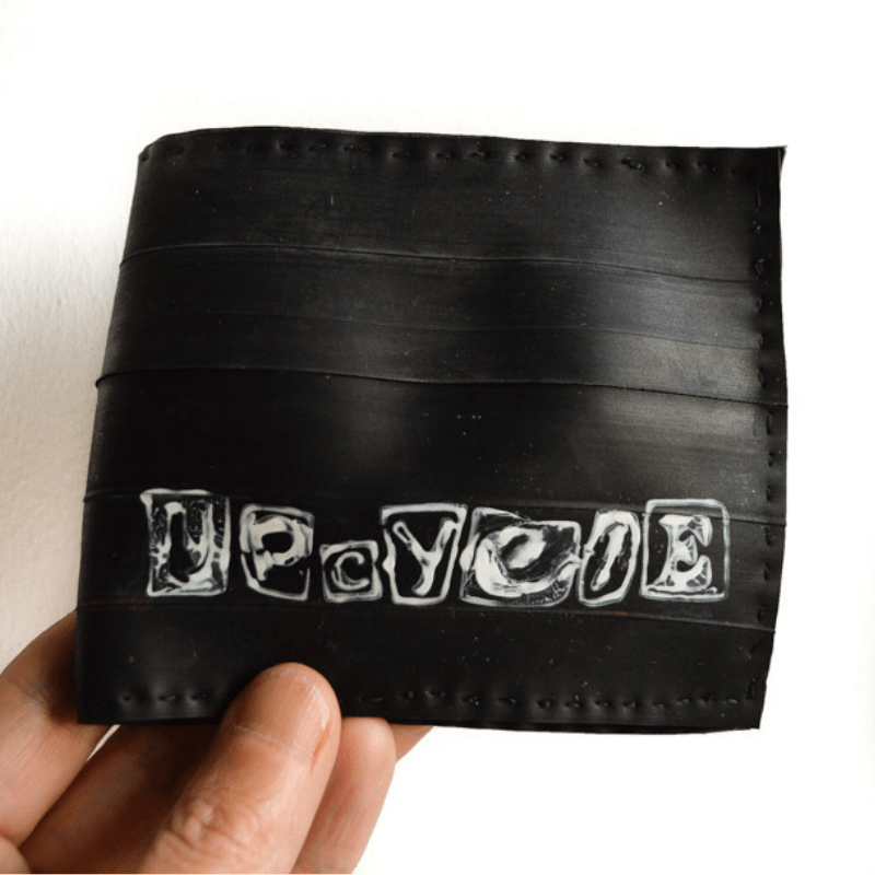 Transform a bicycle tyre inner tube into a bicycle tyre wallet