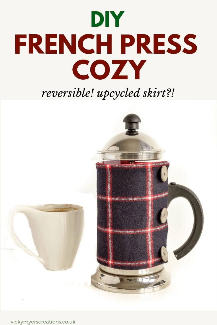 Love coffee? Love your french press? Keep you coffee warm with this french press cozy. Easy to make with this step by step tutorial, sew your own. reversible cozy in less than thirty minutes #frenchpresscozy #cafetierecosypattern