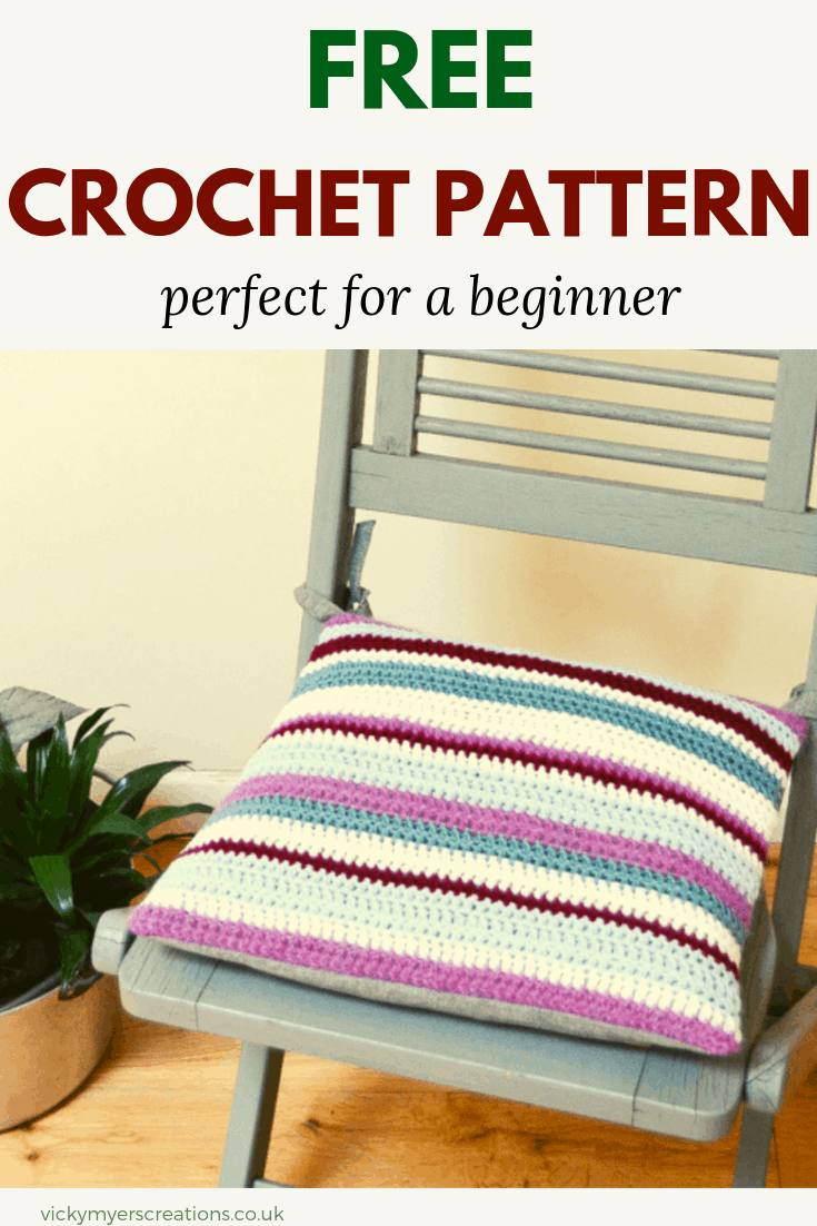 This free tutorial is perfect for the beginner, learn how to make this easy striped crochet cushion #crochetpattern