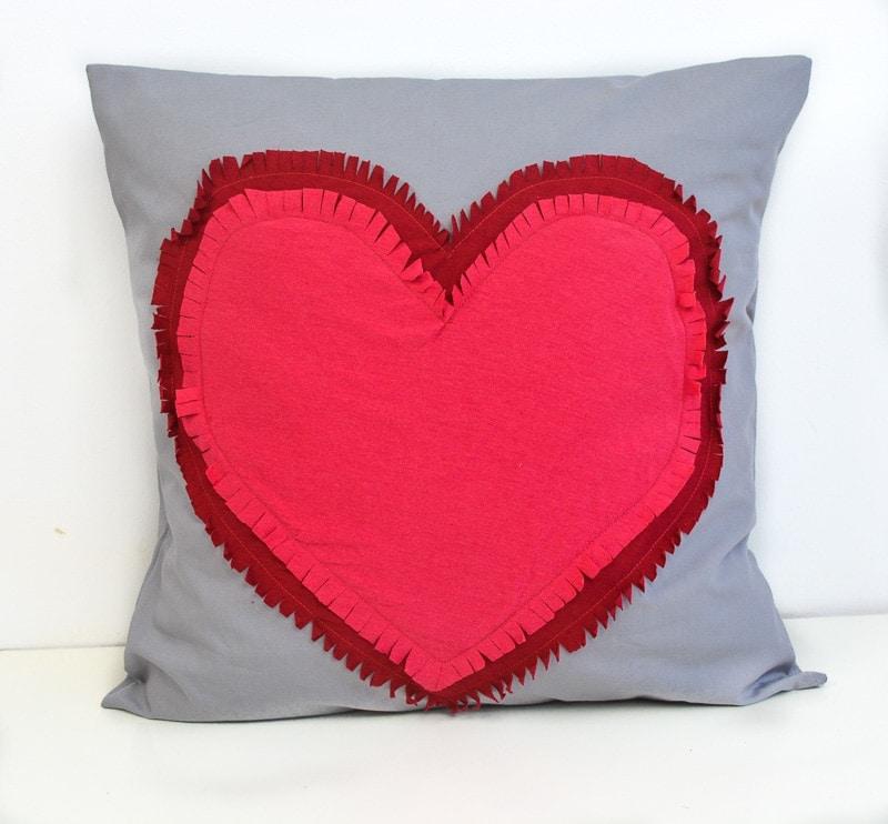 heart Pi;low pattern