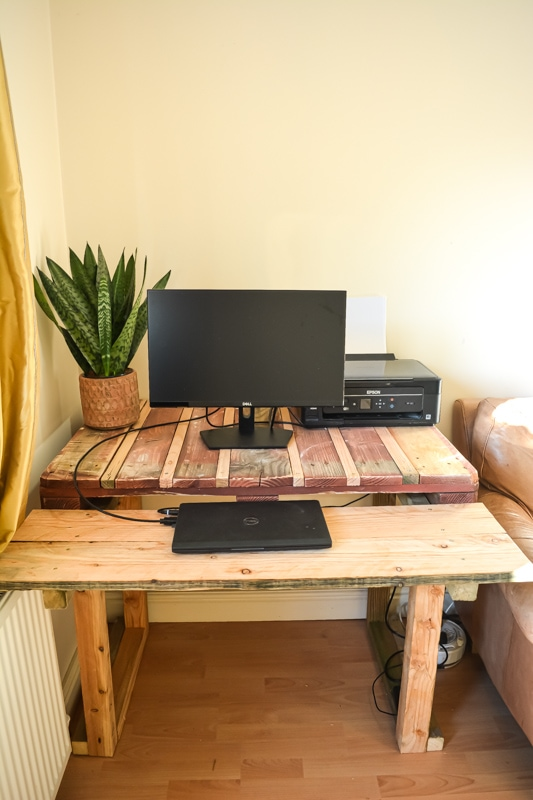 Do you have a pallet to hand? A couple of spare hours? how to make a desk from pallets