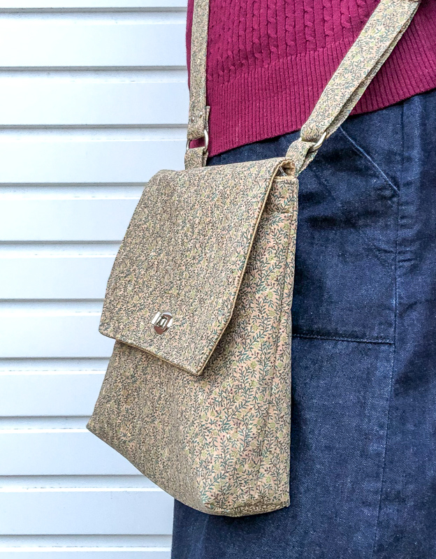 This cork pattern is easier than it looks! Free crossbody bag made with cork, downloadable pattern pieces included..
