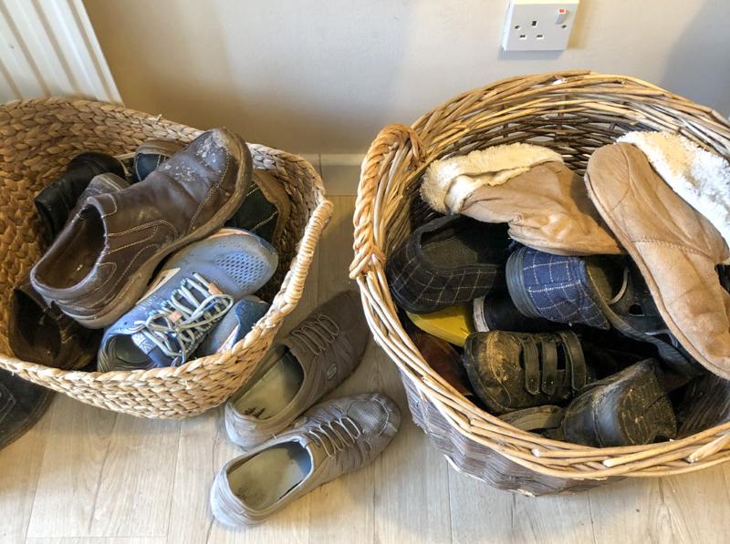 Super Easy DIY shoe rack old baskets
